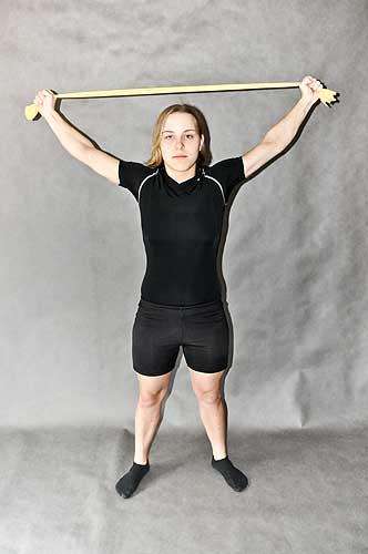 Cvičení s gumou pro posílení zádových svalů